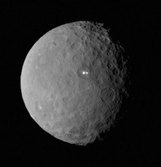 Ceres'te Şaşırtan Parlak Noktalar